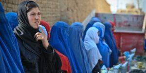 Los talibanes están de regreso en Afganistán —así puedes ayudar a las mujeres de ese país