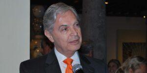 Un juez gira orden de aprehensión contra Luis Ernesto Derbez, exrector de la UDLAP