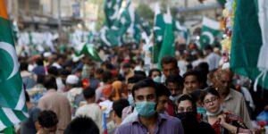 Una TikToker dijo que fue agredida por una turba de cientos de hombres en un parque en Paquistán