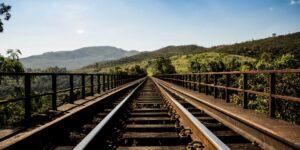 El bloqueo de trenes de KCSM en Michoacán genera pérdidas por 1,000 millones de pesos —fusión con Canadian National sigue en pie