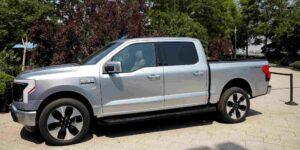 Ford duplica meta de producción de camioneta eléctrica 'Lightning' debido a un aumento en la demanda