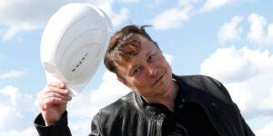 Elon Musk dice que SpaceX ha enviado 100,000 antenas para su internet satelital Starlink, que ahora sirve en 14 países