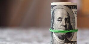 7 formas de ahorrar más e invertir mejor, según expertos