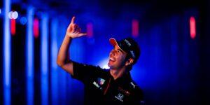 """El mexicano Sergio """"Checo"""" Pérez renueva con Red Bull Racing una temporada más"""