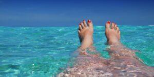 La natación es uno de los ejercicios más completos. Con estos movimientos fortalece cada parte de tu cuerpo