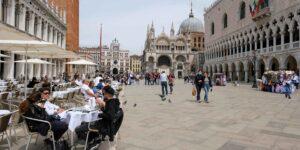 Los visitantes de Venecia pronto tendrán que pagar una tarifa de entrada —el «sobreturismo» amenza su clasificación como patrimonio mundial de la UNESCO