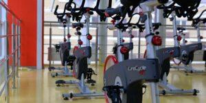 Peloton lleva a los gimnasios inteligentes a la evolución del equipo especializado a domicilio