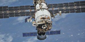 Cosmonautas rusos hallan nuevas grietas en módulo de la EEI —una falla en el software y la falta de atención humana fueron los culpables