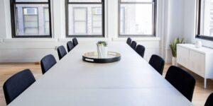 Un psiquiatra comparte 5 consejos para calmar la ansiedad y facilitar la transición de regreso al trabajo en la oficina