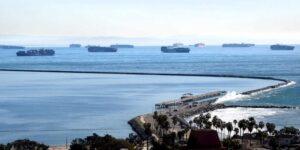 44 buques de carga están atascados frente a la costa de California —esto afecta los tiempos de traslado