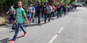 México recibe nuevo grupo de afganos, pero tiene operativos contra centroamericanos en Chiapas