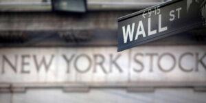 Prepárense para un desplome de hasta 20% en las acciones de Estados Unidos — se parecen a la burbuja del puntocom, advierte Julian Emanuel de BTIG