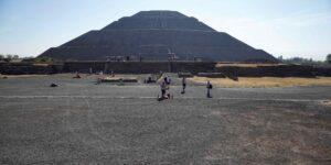 El tesoro descubierto en un túnel debajo de la Pirámide de la Serpiente Emplumada en Teotihuacán arroja nueva información sobre los antiguos rituales mexicanos