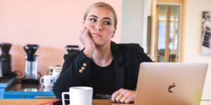 Los 5 hábitos que arruinan tu eficiencia y productividad al trabajar desde casa