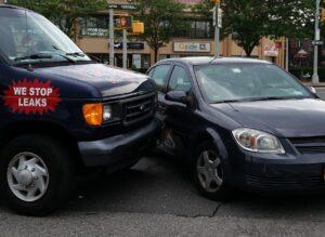 Si contrato un seguro por kilómetro, ¿me cubre si le pegan a mi auto estacionado? Un experto responde