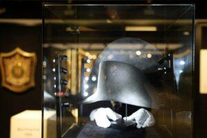 Descubren sombrero que pertenecía a Napoleón Bonaparte, gracias al análisis de 5 cabellos del emperador