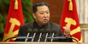 """Kim Jong-un dice que el cambio climático está paralizando a Corea del Norte y que el país necesita una respuesta """"urgente"""""""