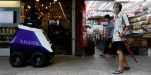 ¡Hazte a un lado, Robocop! Singapur prueba robots patrulleros para detectar y disuadir malos comportamientos