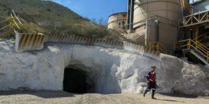 El trabajo de las mineras se atrasa debido a la falta de permisos ambientales para uso del agua
