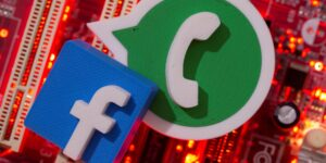 Facebook dice que no lee los mensajes de WhatsApp, pero una investigación descubrió que sí lo hace