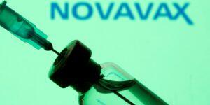 Novavax comienza ensayo en fase inicial para probar vacuna combinada contra la influenza y el Covid-19