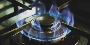 La inflación cede terreno y baja a 5.6% —la regulación de precios hace que el gas LP caiga 15% en agosto
