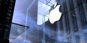 Apple despide a una empleada que se quejó de acoso e intimidación, alegando que filtró información confidencial