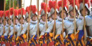 Nuevo cuartel de la Guardia Suiza del Vaticano busca incluir a mujeres, según reportes