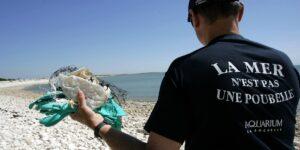 La luz solar puede descomponer el plástico de los océanos, pero se desconocen las consecuencias que podría tener este proceso