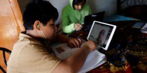 Los estudiantes son el principal motor para digitalizar la educación en México —aunque 52% reporta que la falta de acceso a internet es el principal obstáculo para lograrlo