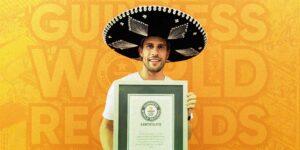 El adolescente más alto, el salto de pelo más rápido y realizar 300 pagos con tarjeta, al ritmo de mariachis entre los Récords Guinness 2022