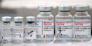 Un estudio de Moderna mostró el descenso en la inmunidad hacia el Covid-19 con el tiempo y la necesidad de refuerzos, a pesar de no tratarse de infecciones graves