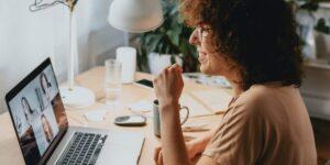 5 maneras infalibles de impresionar a tu equipo laboral cuando te incorporas a distancia