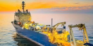 Así es como Google y Facebook colocan miles de kilómetros de cables submarinos para transportar internet por todo el mundo