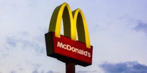 McDonald's cambiará a nivel mundial los juguetes de plástico de su Cajita Feliz para que sean ecológicos —su meta es lograrlo hacia 2025
