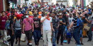 México retiene a migrantes en Tapachula y otras ciudades cerca de la frontera sur para desalentar la migración