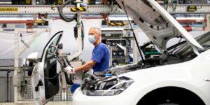 La crisis de chips es tan grave que Volkswagen tomó piezas de camiones terminados para acabar otros urgentes