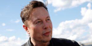 Elon Musk dice que le enviará a Jeff Bezos una medalla de plata y una 'estatua gigante' del número 2 después de superarlo nuevamente al ser la persona más rica del mundo