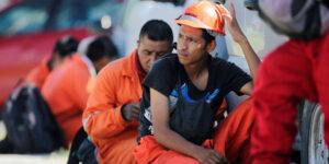 Pemex evita huelga acordando con el sindicato petrolero un aumento salarial de 3.4%