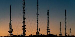 Los accionistas de América Móvil aprueban la escisión de sus torres de telecomunicaciones en Latinoamérica