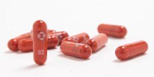 La primera píldora antiviral diseñada para tratar Covid-19 redujo a la mitad el riesgo de hospitalización o muerte