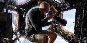 """La miniserie """"Entre las estrellas"""" de Disney Plus comparte una mirada nunca antes vista de las misiones espaciales"""
