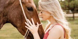 La terapia asistida por caballos ayuda a personas que tienen condiciones como autismo o parálisis cerebral —así funciona