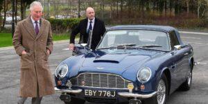 El príncipe Carlos dice que su auto deportivo Aston Martin, que la Reina le regaló en su cumpleaños número 21, funciona con vino blanco y queso