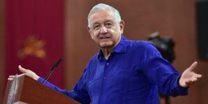 AMLO celebra fusión de Televisa y Univision por los 10,000 millones de pesos en impuestos que generará