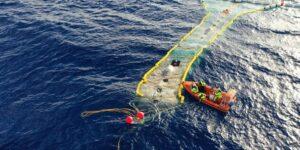 El dispositivo de una ONG acaba de sacar más de 9 toneladas de plástico del Pacífico —prueba de que la basura de los océanos puede limpiarse
