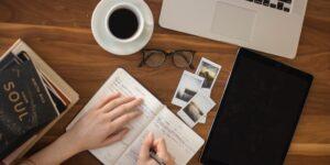 El autor de un nuevo libro sobre la semana laboral de cuatro días te comparte algunos consejos de productividad más allá de las listas y planes a 5 años