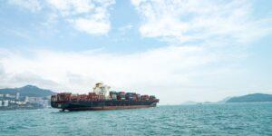 Amazon y otras empresas se comprometen a utilizar transporte marítimo sin carbono  para 2040 como parte de una iniciativa —pero grupos ambientalistas piden que sea antes