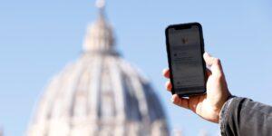 El Vaticano lanza una actualización de su app para rezar —busca acercar a los fieles a Dios de manera más personal