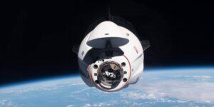 Un tubo en la nave espacial Crew Dragon de SpaceX se rompió y roció orina debajo del piso durante su primer vuelo turístico